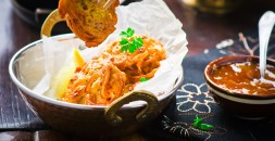 Ceapa-Bhajis-cu-Chutney-de-mango